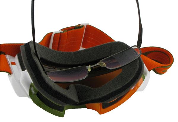 48fb9cf1a2418d Faire cohabiter la protection d un masque de ski et les lunettes de vue est  une chose très compliquée. En effet, la largeur d un masque de ski  traditionnel ...