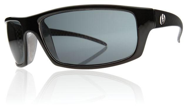 Cette lunette de soleil est très clairement un modèle à vocation sportive.  On retrouve l héritage des marques Oakley et Arnette au ... e1b1e8bc7104