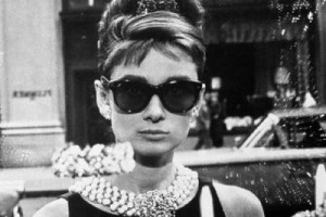 Audrey Hepburn portant des Ray Ban Wayfarer