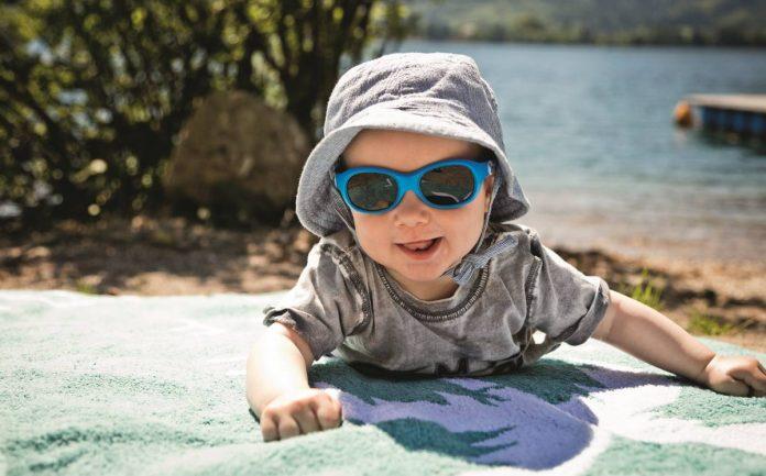 comment bien choisir lunettes de soleil bebe